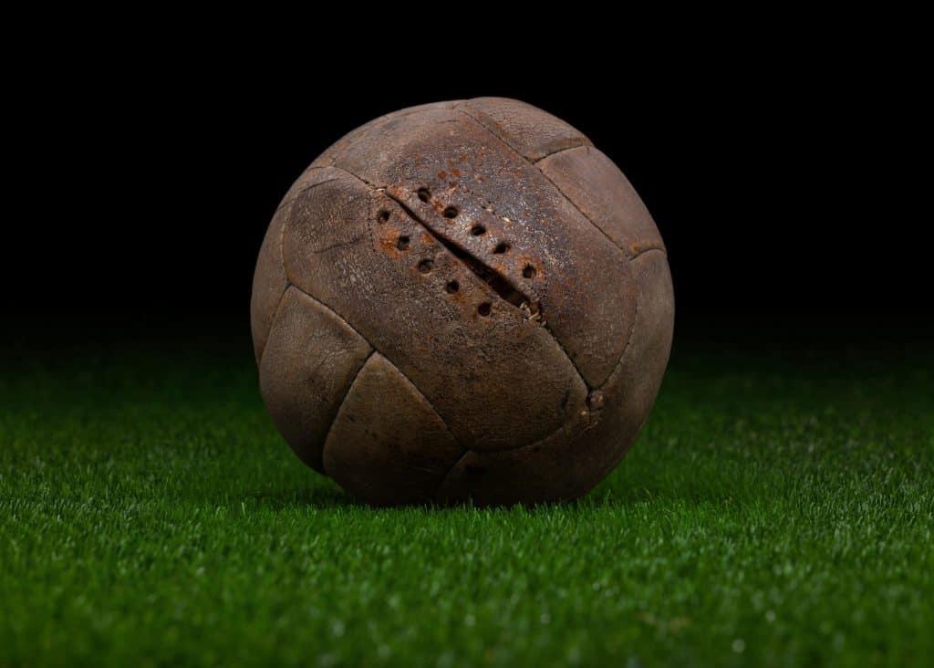 imagen de pelotas originales evolución histórica del balón Número 5. balón de futbol png historia