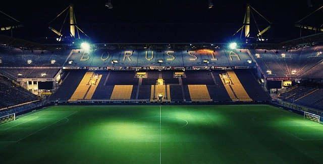 medidas de un estadio  o cancha de futbol lugar deportivo de primer nivel Borussia Dortmund