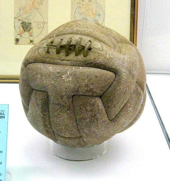 pelota de fútbol antigua del campeonato mundial de uruguay 1930 otra imagen de futbol retro